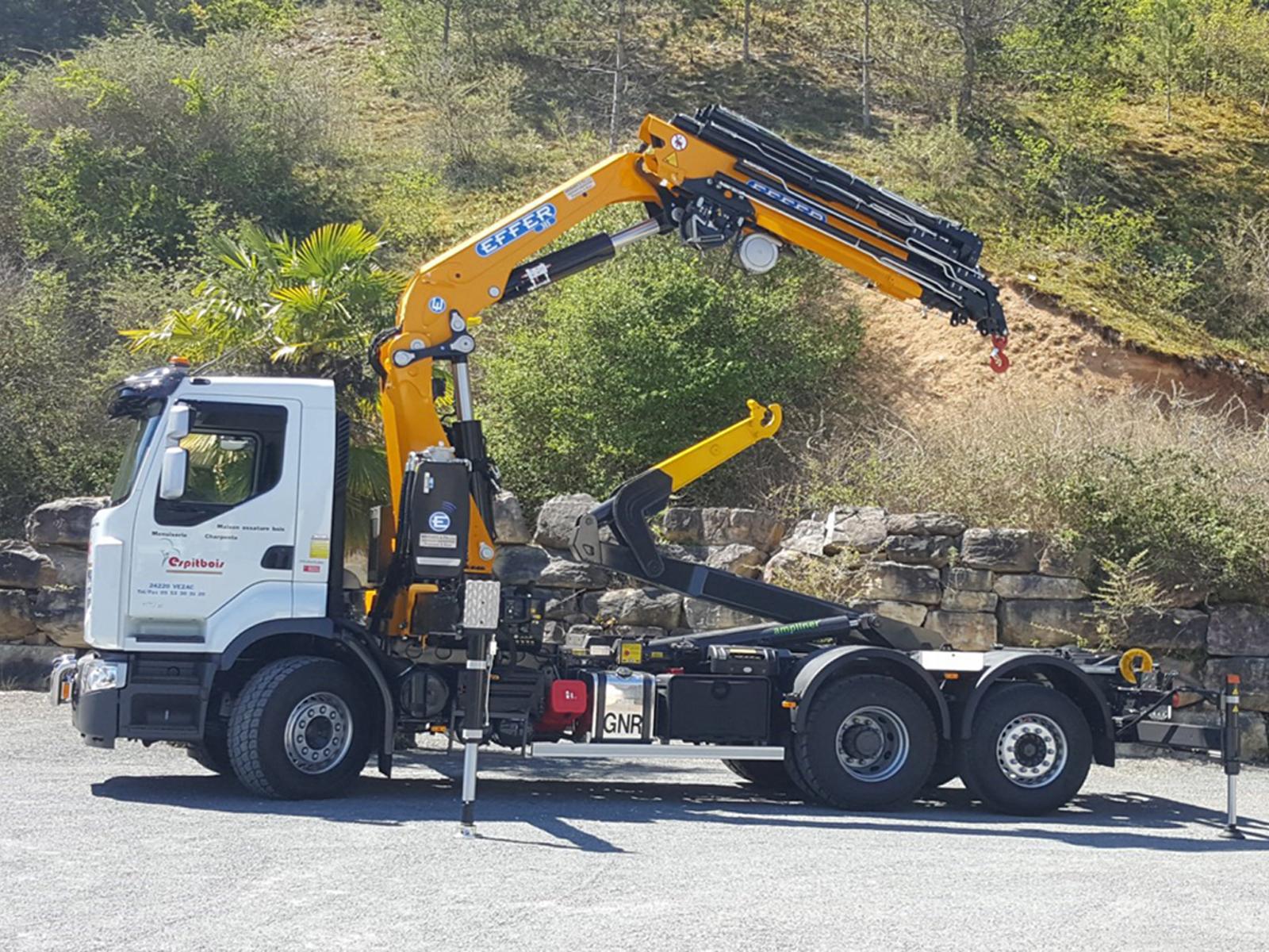 vehicule-poids-lourds-charpentier-couvreur